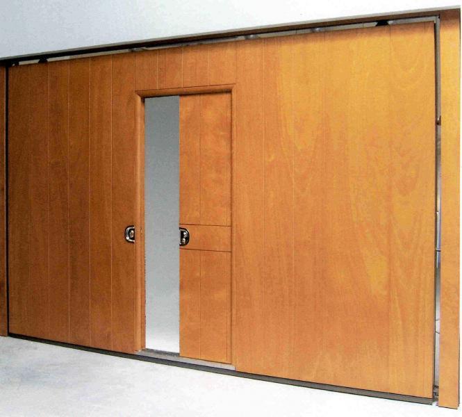 Port n de garaje basculante con puerta corredera para - Porton de garaje ...